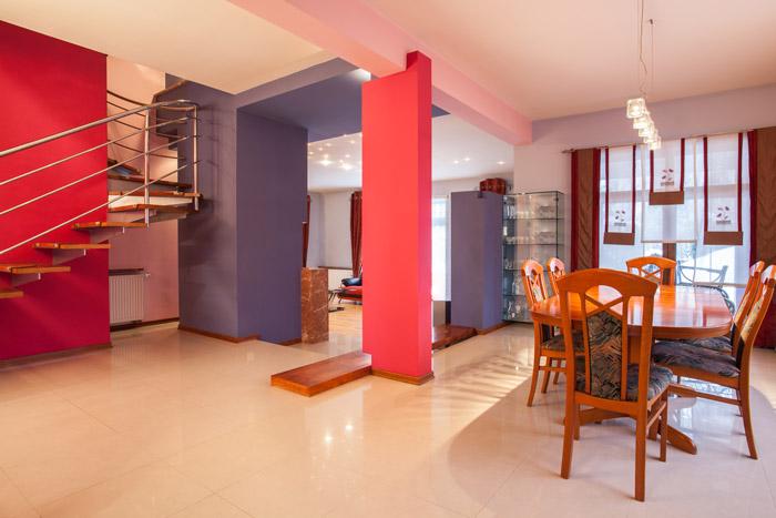 offene wohnung wohnk che schlafzimmer und bad ohne w nde. Black Bedroom Furniture Sets. Home Design Ideas
