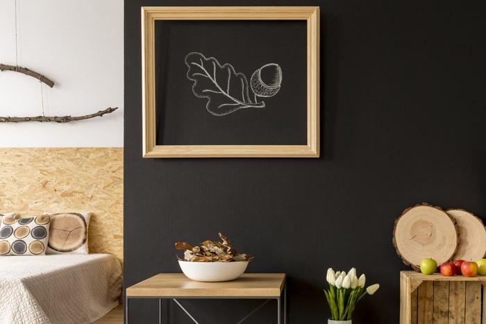 Tafelwand mit Bilderrahmen kombiniert