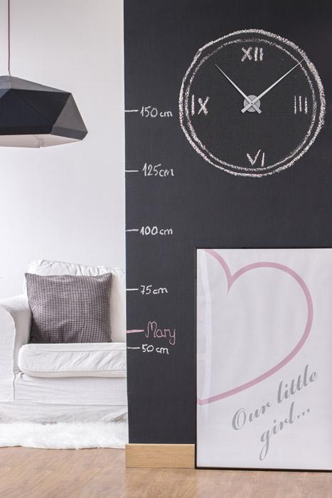 Tafelwand mit Uhr gestalten