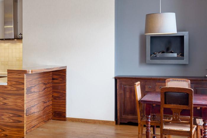 Zweifarbige Wand als Raumtrenner im Wohnbereich