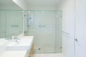 glas-element-badezimmer