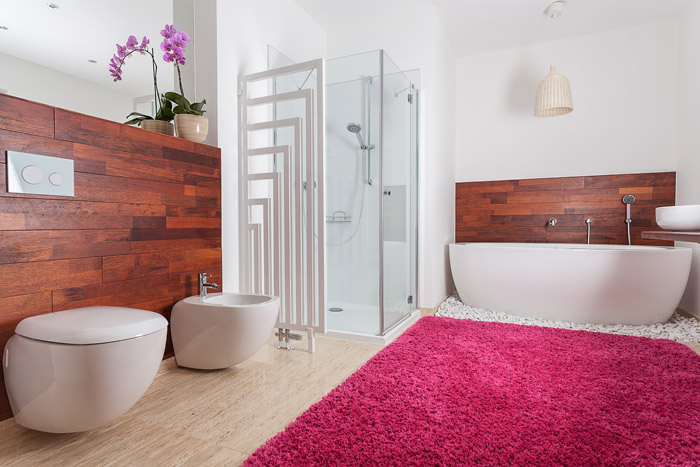 Holzverkleidung im Badezimmer