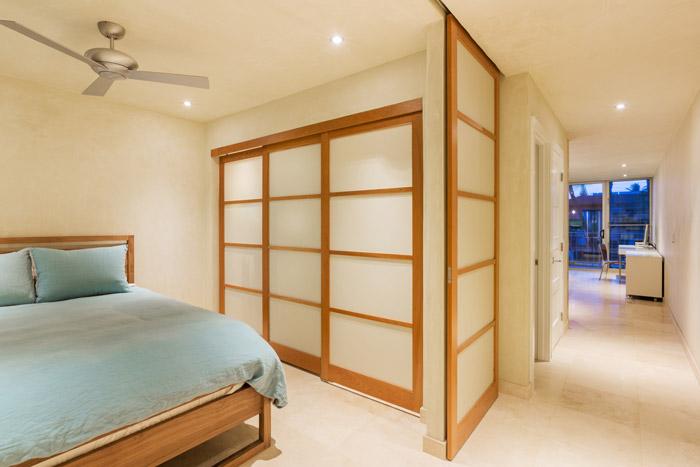 Offener Schlaf- und Wohnbereich mit japanischer Schiebewand