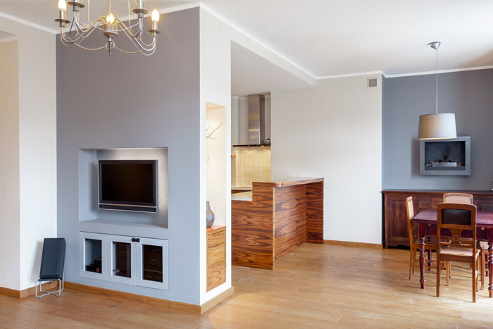Offener Wohnbereich mit halben Wänden