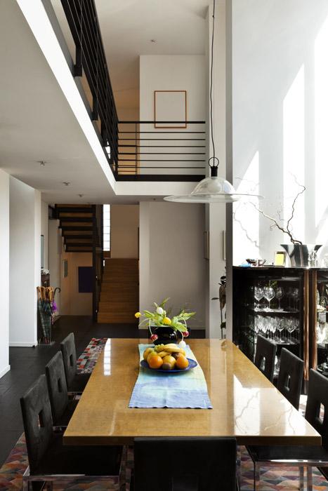 Offenes Esszimmer mit Galerie