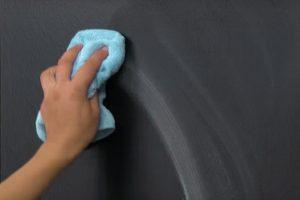 Tafelfarbe feucht auswischen