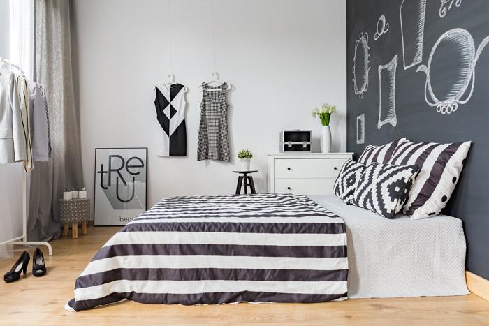 Designsidee für die Tafelwand im Schlafzimmer - Vintage Bilderrahmen aufgemalt