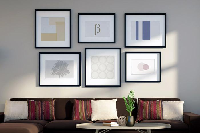 Viele Bilder an der Wand