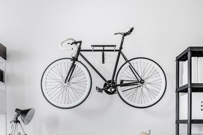 Wanddekoration in schwarz-weiß: Fahrrad als Deko-Objekt