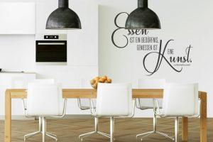 Wandtattoo in der Küche als schwarz-weiße Dekoration